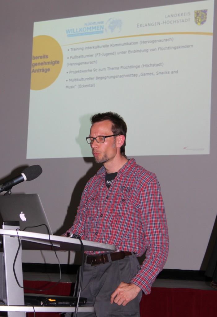 """Vorstellung des Projektes """"Flüchtlinge Willkommen"""" durch Helge Höppner von der kommunalen Jugendarbeit"""