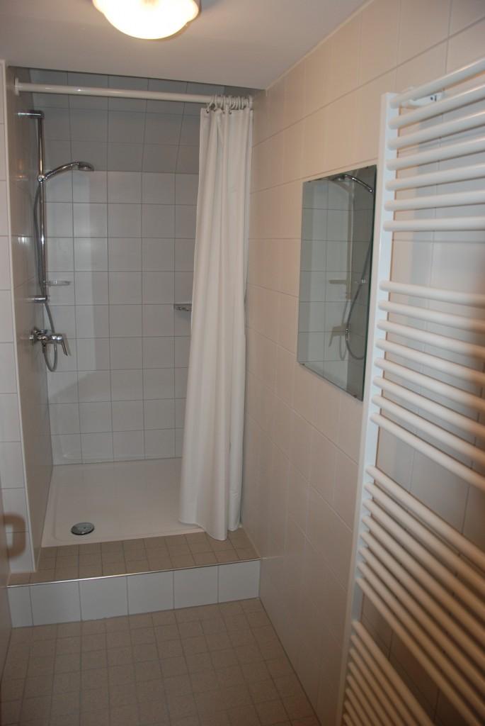 Duschraum im Obergeschoß des Übernachtungshauses