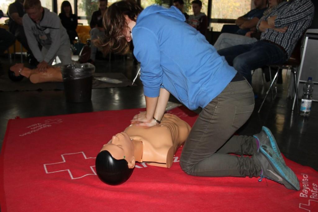 Erste-Hilfe Kurs des Jugendrotkreuz
