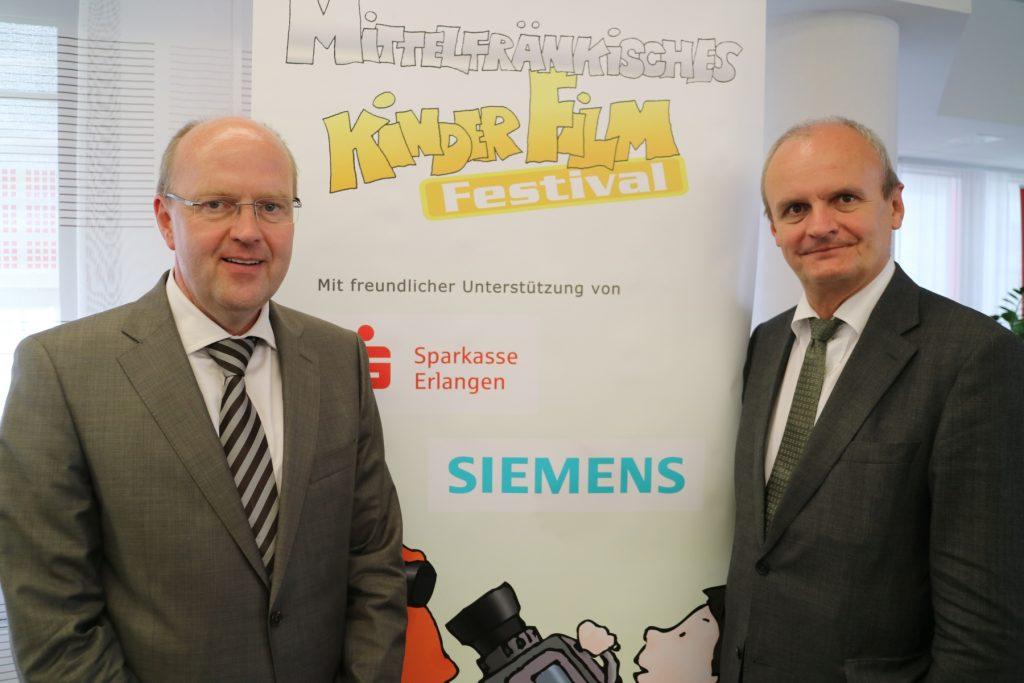 Unser Unterstützer:links Vorstand der Sparkasse Johannes von Hebel und rechts Leiter des Regionalreferats Erlangen/Nürnberg der Siemens AG Heinz Brenner