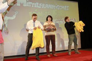T-Shirt-Contest zwischen Landrat Alexander Tritthart und KJR-Vorsitzendem Dominik Hertel